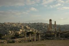 Le Temple d'Hercules et restes d'une église Byzantine à la Citadelle d'Amman avec vue sur la capitale